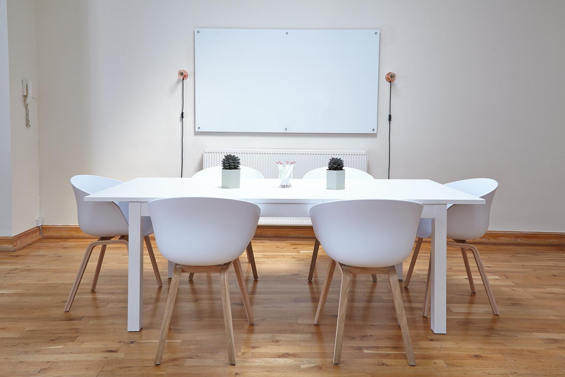 Kontor med whiteboard